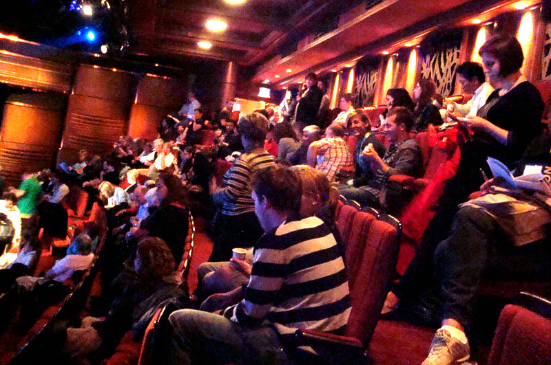 ロンドンのウエスト・エンドに「マンマ・ミーア!」を観に行った時。なんとなく男性率高くないですか?