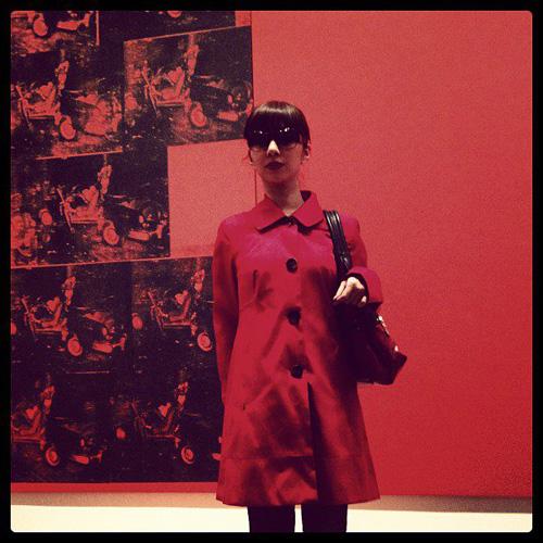 """昨年 MoMA で気取って撮った一枚、タイトルは """"REDREDRED""""。もちろんインスタ&FB でシェアしたよ。"""