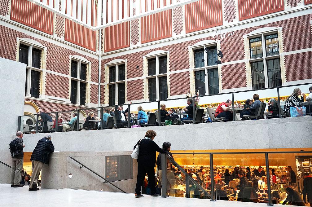 美術館のカフェとミュージアム・ショップ